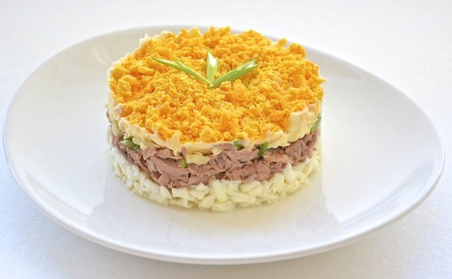 Салат с мимоза с маслом и сыром рецепт