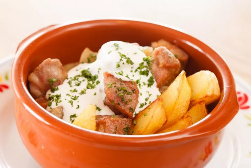 картошка со свининой в горшочках в духовке