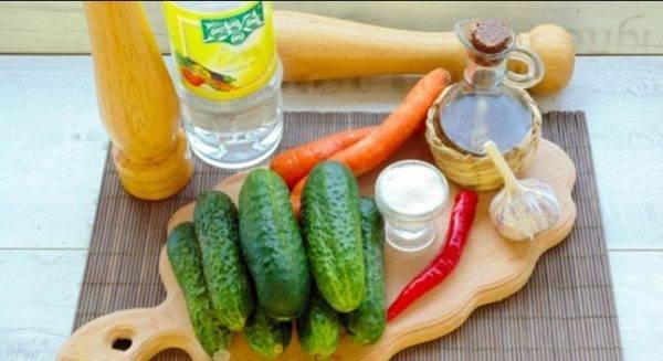 Малосольные огурцы с чесноком и зеленью быстрого приготовления в кастрюле, банке или пакете