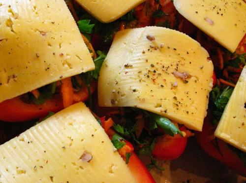 Фаршированный перец с сыром в духовке