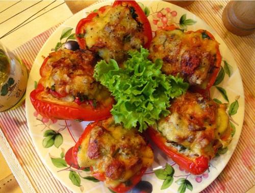 Фаршированный перец с рисом мясом и овощами