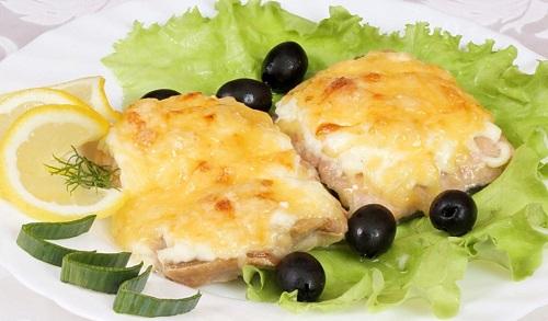 Рыба в духовке под сыром с овощами