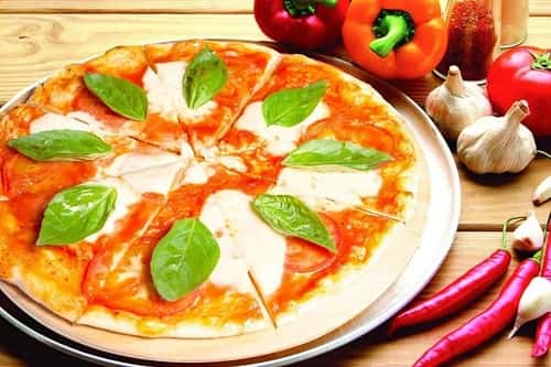 Вкусное тесто для пиццы на дрожжах