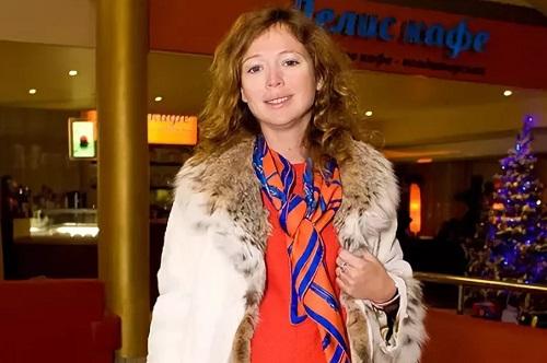 Елена Захарова родила