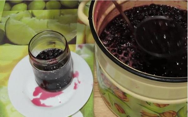 Варенье из вишни с косточками и целыми ягодами