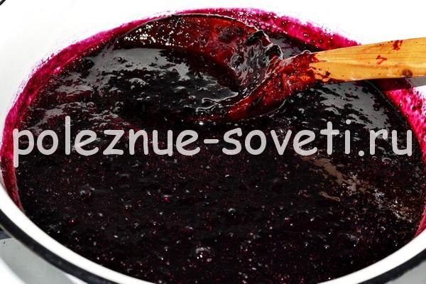 Желеобразное варенье из черной смородины на зиму