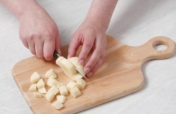 Жареные лисички со сметаной и картофелем