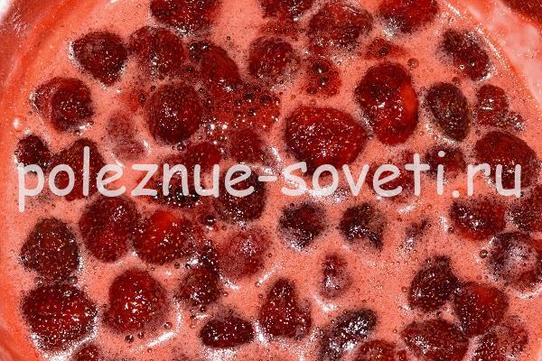 целые ягоды клубники в варенье
